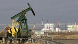US Reliance on Russian Oil Surges to Record High Amid Tensions