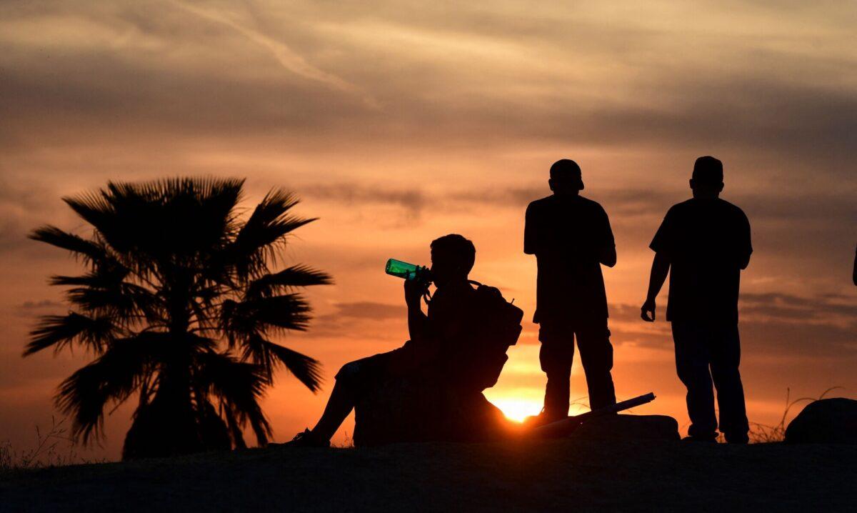 people-view-sun-set