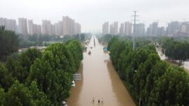 Chinese Residents Help Each Other Amid Flood
