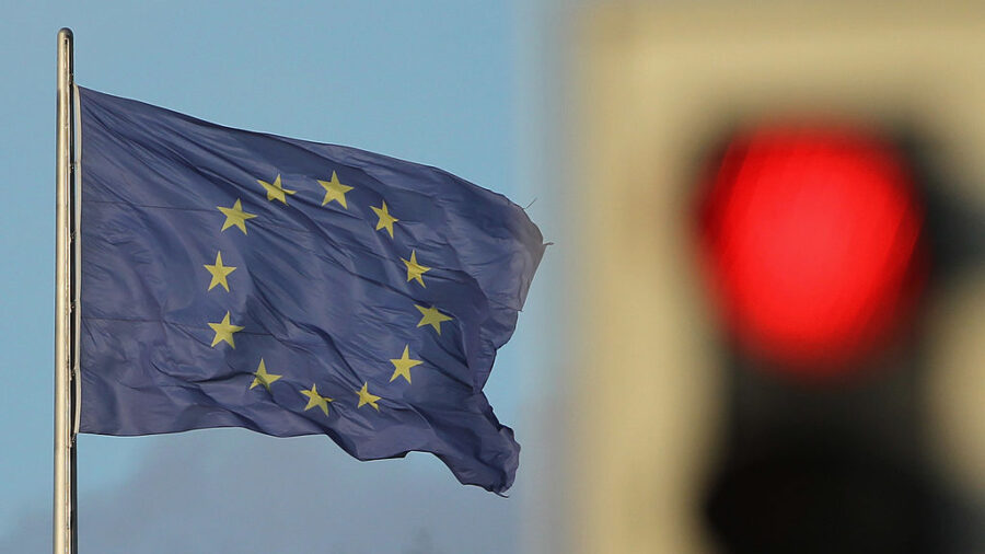 EU Plans to End Gas Engine Era Within 20 Years