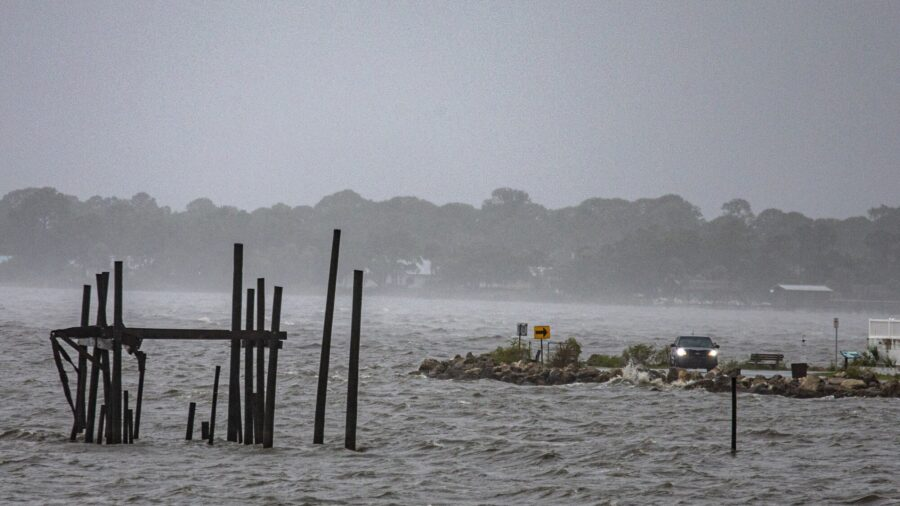 Tropical Storm Pounds East Coast After Killing 1 in Florida