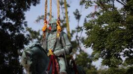 Charlottesville Removes Confederate Robert E. Lee Statue