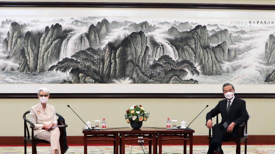 Beijing Continues 'Wolf Warrior' Approach Toward US in High-Level Meeting in China