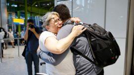 Joyous Travelers Arrive to UK From EU, US