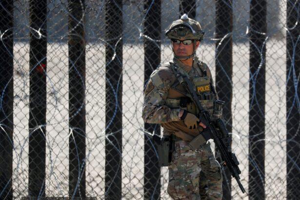 armed-border-agent