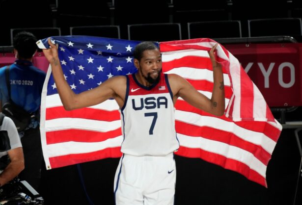 durant-with-flag
