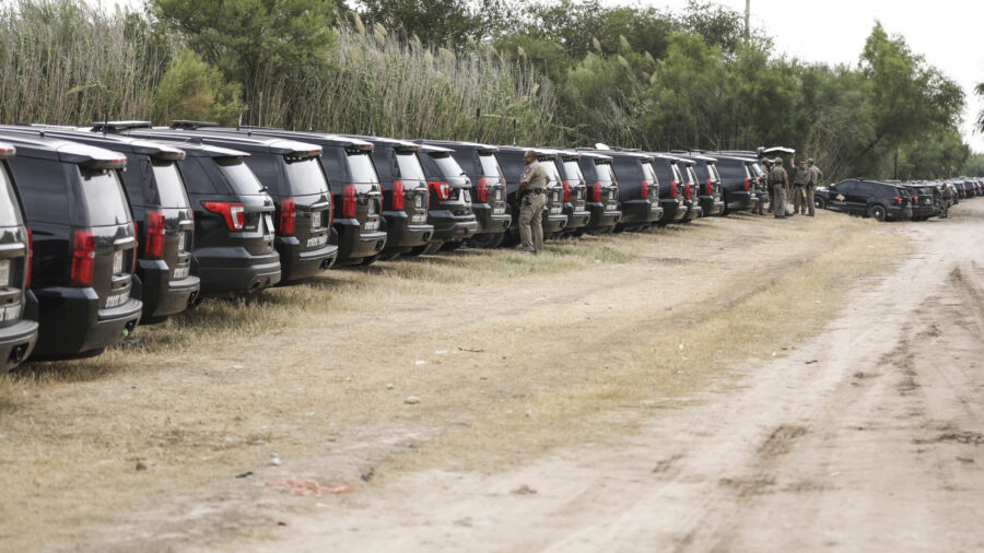Texas Governor Sends 'Steel Wall' of Cars to Block Illegal Immigrants at Border