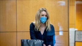 Elizabeth Holmes Court Trial Begins