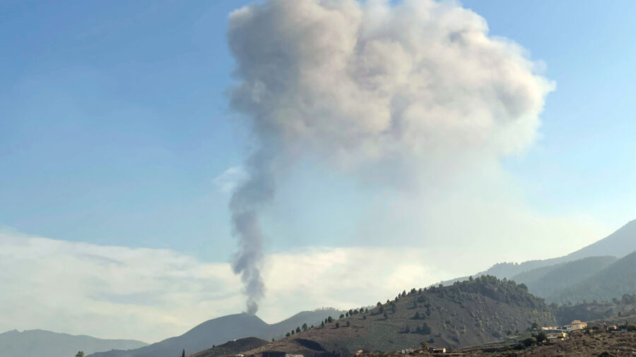 Spanish Island Gets Aid After Volcanic Eruption