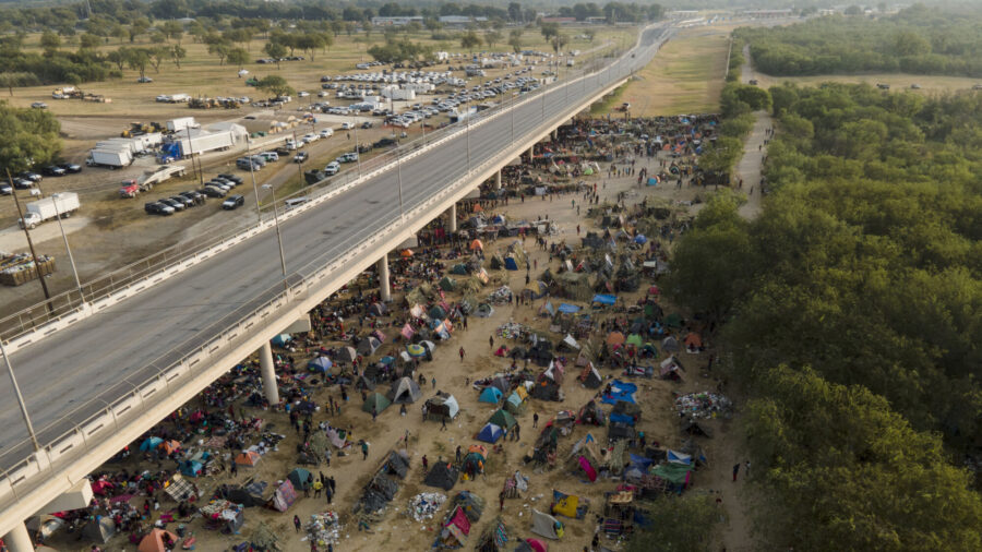 Mexican Authorities Begin Transporting Haitians From US Border