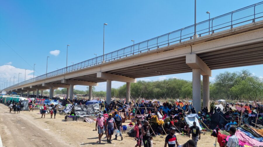 US Authorities Accelerate Removal of Haitians at Border With Mexico