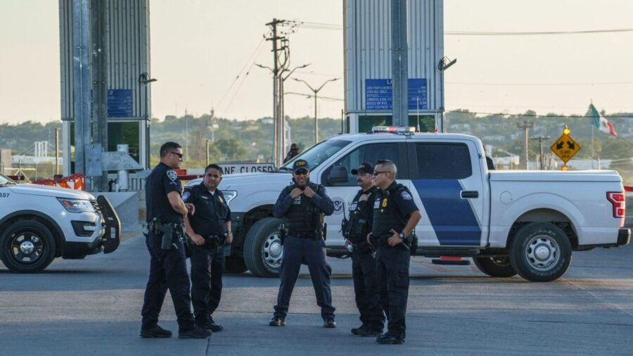 US Reopens Border Crossing in Texas After Clearing Immigrant Camp