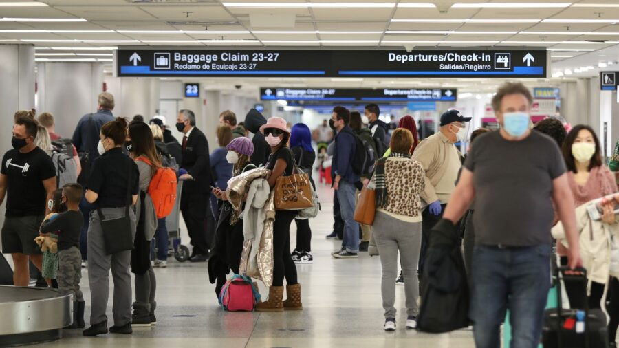 US Doubles Fines for Violators of Mask Mandate at Airports, on Trains