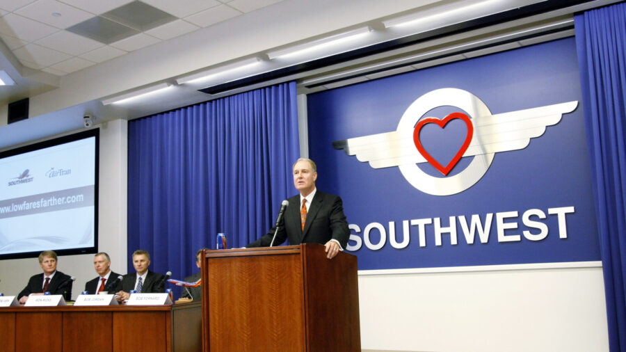 Southwest CEO: Vaccine Mandates Weren't Behind Flight Cancelations, Suggests 'Absenteeism' Is the Cause