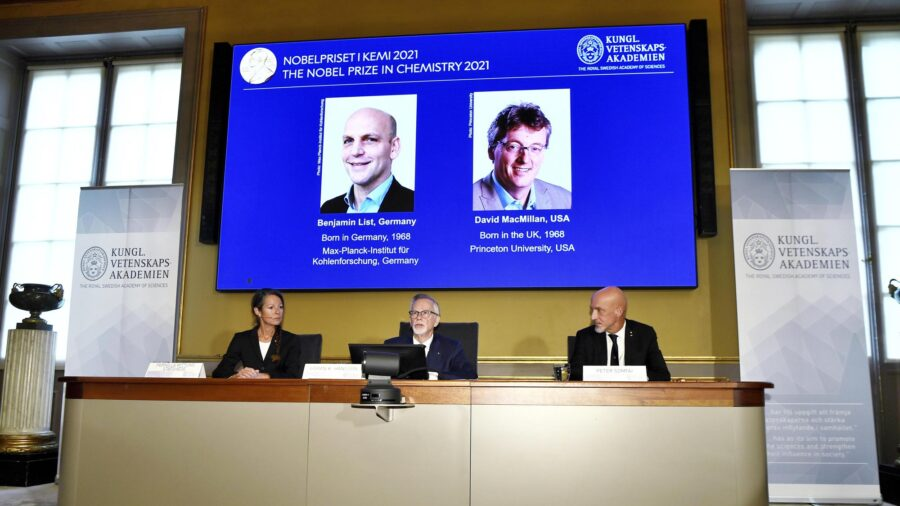 Chemistry Nobel Awarded to 2 Scientists for Building Molecular Construction Tool