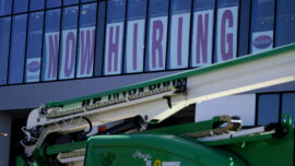 Unemployment Claims Fall to Pandemic Low Amid Tight Labor Market