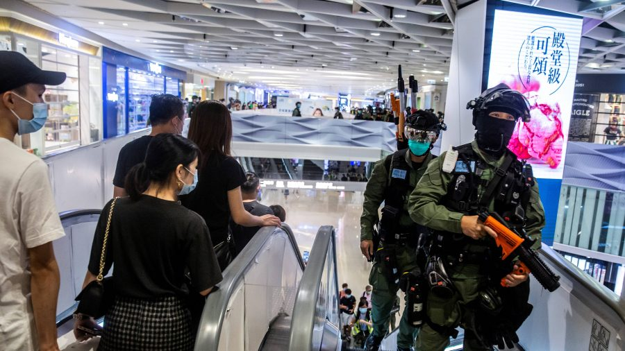 Chinese Police Detains Hongkongers Fleeing to Taiwan for Political Asylum: Reports