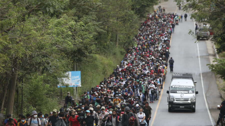 Mexico, Honduras, Guatemala to Increase Troops Along Borders: White House Official