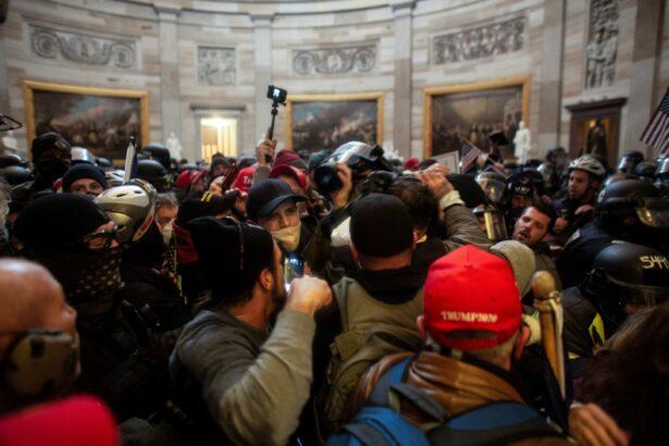 pengunjuk rasa menyerbu Capitol