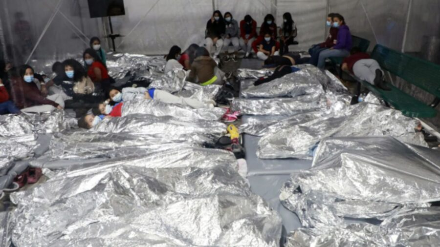 New Border Photos Show Children Sleeping Shoulder-to-Shoulder in Transparent Pen