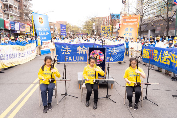 Erhu player at a rally in Flushing