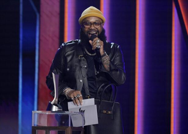 Blanco Brown presents the award
