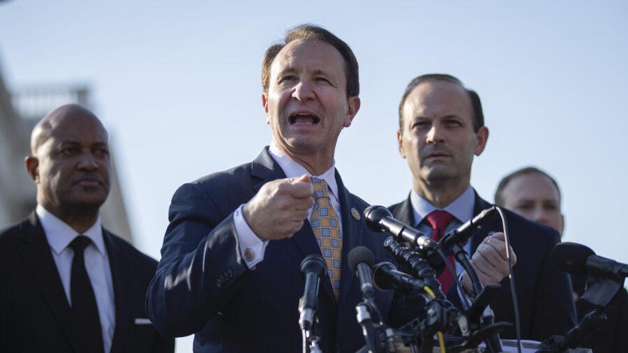 Louisiana AG Threatens Legal Action Against College Over Vaccine Mandate