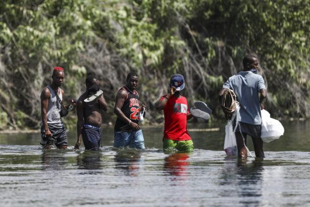 Border-Del-Rio-Haitians-510A0118
