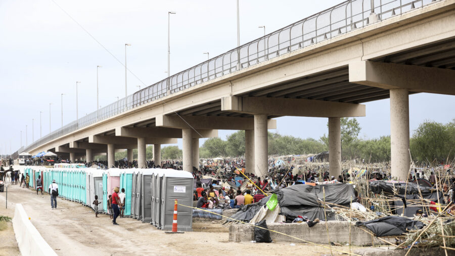 US Deports Over 1,000 Haitians but DHS Refuses to Say How Many Released Into America